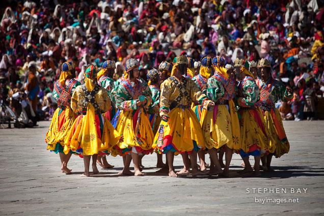 http://bayimages.net/images/10/gathering-of-dancers-pacham-thimphu-tsechu-22510.jpg
