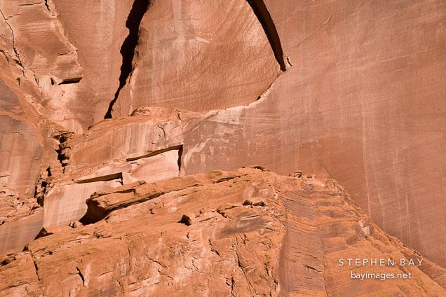 photo  petroglyphs on canyon wall  canyon de chelly nm