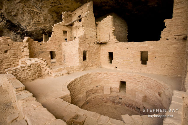 Photo kiva and buildings at spruce tree house mesa verde for Kiva house