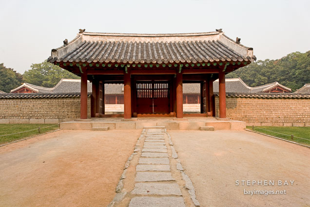 A gate leading to Yeongnyeongjeon at Changgyeong Palace in Seoul, South Korea.