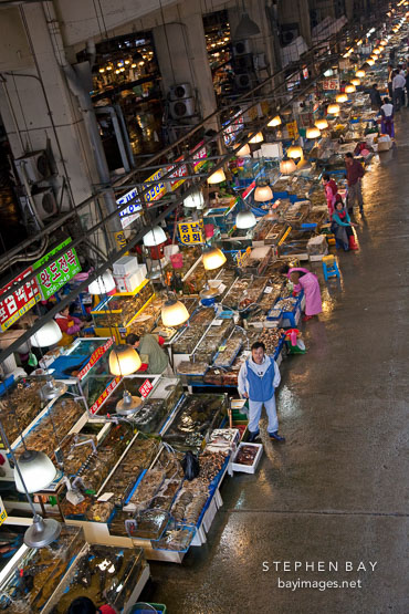 There are more than 700 stalls selling a huge variety of live and fresh seafood at the Noryangjin Fish Market in Seoul.