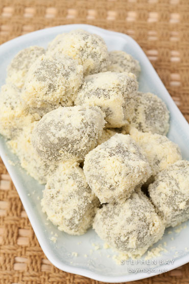 Korean rice cakes or tteok made from sweet glutinous rice.