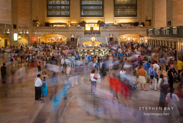 Photo crowds moving through grand central station new - Grand tableau new york ...