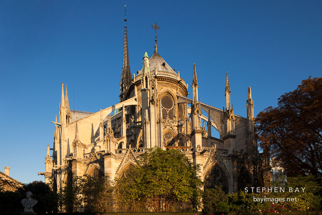 Photo exterior of the apse at notre dame cathedral paris for Exterior notre dame