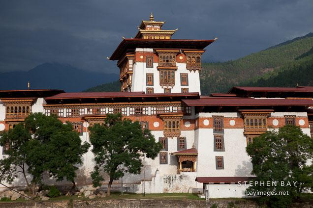 Main tower and exterior walls of Punakha Dzong. Punakha, Bhutan.