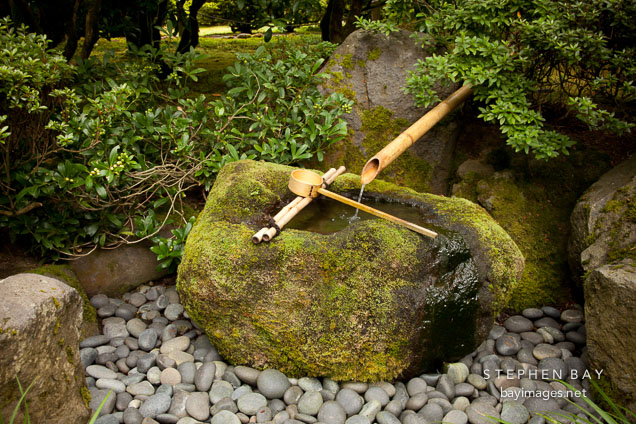 Photo stone basin bamboo water fountain portland for Small japanese water garden