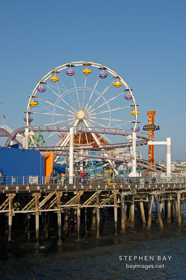 Ferris wheel, Santa Monica Pier. Santa Monica, California, USA.