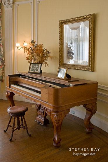 Photo piano in the round room casa loma toronto for Piani casa artigiano canada
