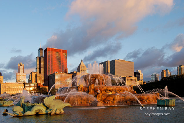 Buckingham Fountain, early morning. Chicago, Illinois, USA.
