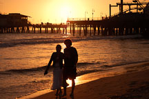 Couple walking on the beach. Santa Monica, California, USA. - Photo #8301