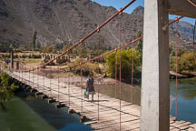Bridge across the Urubamba river. Sacred Valley, Peru. - Photo #9191