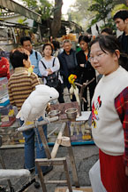 Cockatoo and girl. Mong Kok bird garden. Hong Kong. - Photo #15511