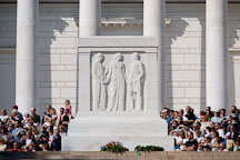 Crowd of visitors at the Tomb of the Unknowns, Arlington National Cemetery. Arlington, Virginia, USA. - Photo #11149
