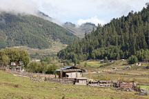 Shack in Phobjikha Valley, Bhutan. - Photo #23713