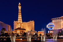 Water fountain at the Bellagio and Eiffel tower replica. Las Vegas, Nevada, USA. - Photo #13322