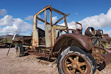 Rusted shell of a car. Goldfield, Phoenix, Arizona, USA. - Photo #5515