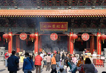 Ancestor veneration at the Wong Tai Sin Temple. Hong Kong, China. - Photo #15677