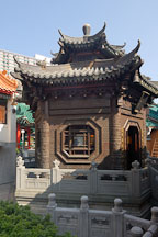 Bronze pavilion serving as the resting place of Wong Tai Sin. - Photo #15699