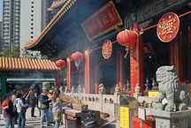 Chinese people gather to light incense. Wong Tai Sin Temple, Hong Kong, China. - Photo #15706