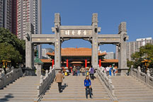 Entrance to the Wong Tai Sin Temple. Hong Kong, China. - Photo #15819