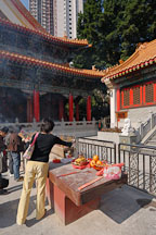 Woman placing incense. Wong Tai Sin Temple, Hong Kong, China. - Photo #15701
