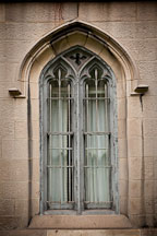 Arched window with bars. Grace Church. New York. - Photo #25317