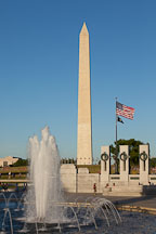 Fountain of the WWII memorial and the Washington Monument. Washington, D.C. - Photo #29017