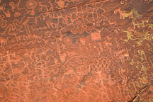 Rock wall covered in petroglyphs. V-V Ranch, Arizona, USA. - Photo #17784