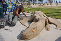 Sculpting a sand dragon. Venice, California, USA. - Photo #7419