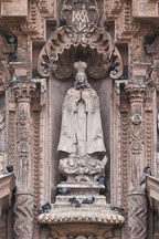 Statue on the front facade of the Church of San Francisco. Lima centro, Peru. - Photo #8819