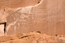 Human and animal petroglyphs. Canyon de Chelly NM, Arizona. - Photo #18077