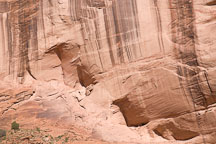 Tiny ruin in canyon wall alcove. Canyon de Chelly NM, Arizona. - Photo #18146