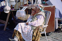 Old woman. Kauppatori, Helsinki, Finland - Photo #443