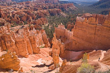 The Navajo Trail passes by Thor's Hammer. Bryce Canyon NP, Utah. - Photo #19043