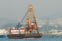 Barge in Victoria Harbor. Hong Kong, China. - Photo #15621
