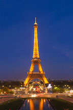 Eiffel Tower at night. Paris, France. - Photo #30921