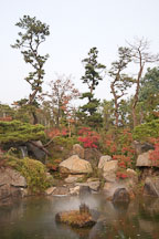 The grounds of the National Museum of Korea in Seoul feature beautiful gardens, including this one overlooking a pond. - Photo #20364