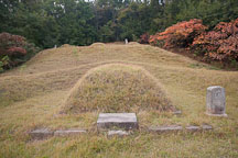 This burial mound is the gravesite for one of the ancestors of the Heunghae Bay clan of Korea. - Photo #20883