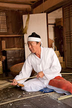 This artisan is demonstrating chaesang, which entails weaving long bamboo strips together to make products such as baskets and boxes. - Photo #20439