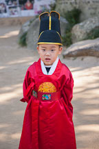 A Korean school boy models an outfit that is similar to that which Confucian scholars traditionally wore. - Photo #20374