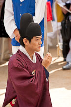 A Korean groom's traditional wedding costume is called a gwanbok. It is usually worn with a black hat, called a moja. - Photo #20517