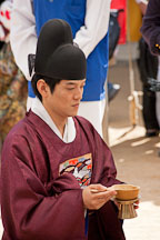 In a traditional Korean wedding, the bride and groom exchange ceremonial liquor. This part of the ceremony is called hapgeullye. - Photo #20515