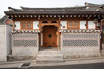 Traditional Korean house in Bukchon, Seoul. - Photo #20908
