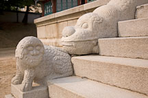 Animal figures adorn the stairs at Jibokjae. - Photo #21059
