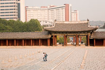 Visitors walk through the courtyard of Changgyeong Palace in Seoul, South Korea. - Photo #21343
