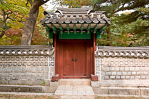 Door and gateway leading into one of the many courtyards at Changdeok Palace in Seoul, South Korea. - Photo #21531