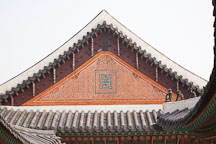 Gyeongbok Palace displays many examples of intricate Korean brick and tile work, such as seen on this palace building. - Photo #21002
