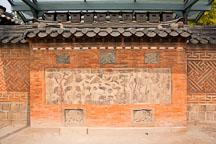 Jagyeongjeon Chimney with ten longevity symbols. Gyeongbokgung Palace. Seoul, South Korea. - Photo #21036