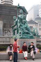 Shoppers take a break next the Bank of Korea fountain in central Seoul, South Korea. - Photo #21608
