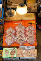 Fresh raw skate (hongeo) and octopus (muneo). Noryangjin Fish Market, Seoul. - Photo #21192